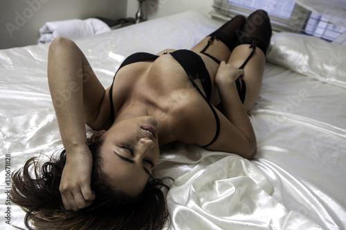 Valokuvatapetti beautiful brunette in lingerie