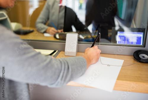 customer writing application at bank office Fototapete