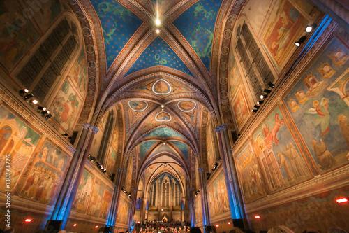 Interno della basilica superiose di San Francesco ad Assisi Fototapeta