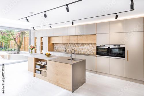 Fotografia Beautiful kitchen in luxury home