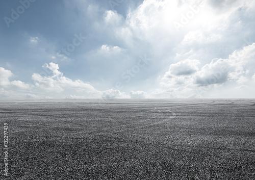 Foto Asphalt road and sky