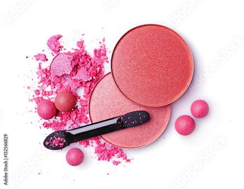 Obraz na płótnie Crushed blush and eyeshadow with applicator