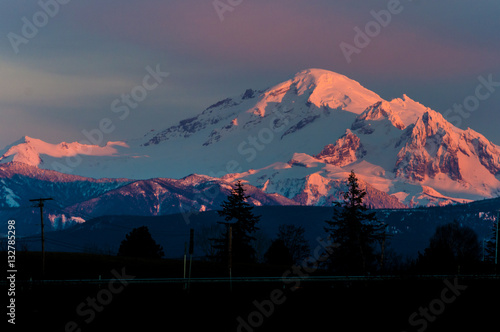 Canvas Print Winter sunset on Mount Baker creating a beautiful alpenglow