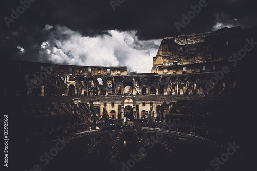 Rome Colosseum in Italy at night Fototapete