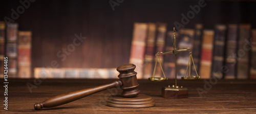 Photographie Law and justice concept, Brown wooden background