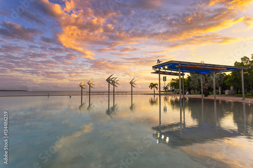Photo The Cairns Lagoon at sunrise in Tropical North Queensland