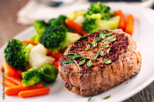 Photo Fillet of beef with mixed vegetables