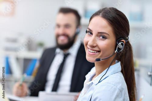 Fotografía Pretty woman in call center