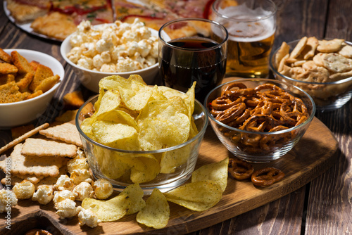 Photo fast food, assortment of snacks for beer