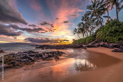 Fotografia colourful sunset from secret cove, Maui, Hawaii