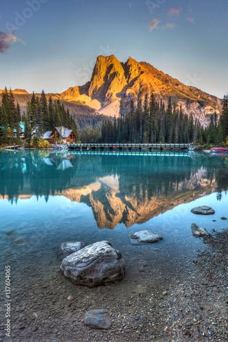 Emerald Lake Sunset in Yoho National Park, British Columbia, Canada Fototapete