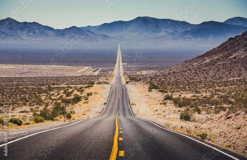 Obraz na plátne Endless straight highway in the American Southwest, USA