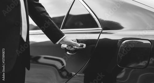 Fotografia Businessman Handle Limousine Door Car