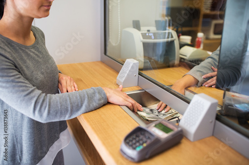 Canvas-taulu clerk giving cash money to customer at bank office