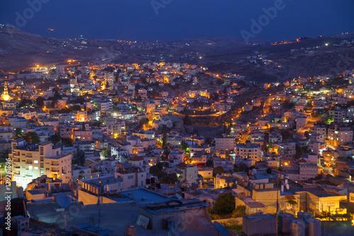 Fotografiet Evening neighbourhood among hills, Bethlehem