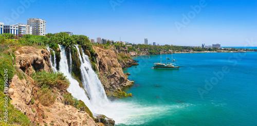 Fototapeta premium Wodospad Lower Duden (wodospad Karpuzkaldıran). Lara, Antalya, Turcja