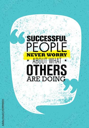 Ludzie sukcesu nigdy nie martwią się o to, co robią inni. Inspirujący cytat Creative Motivation. Wektorowa typografia Banne
