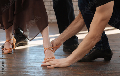 Experienced dance couch teaching aging couple tango in the ballroom Fotobehang