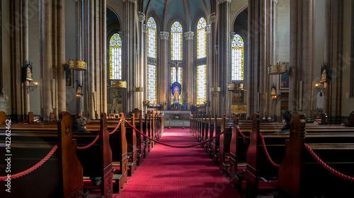 Fotografia Istanbul, Turkey - February 18, 2017: Inside Saint Antoine church in Taksim, Ist