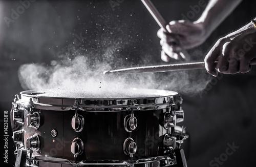 Fényképezés man plays musical percussion instrument with sticks, a musical concept, beautifu