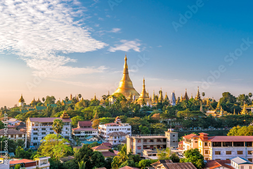 Yangon-Skyline mit Shwedagon-Pagode Fototapete