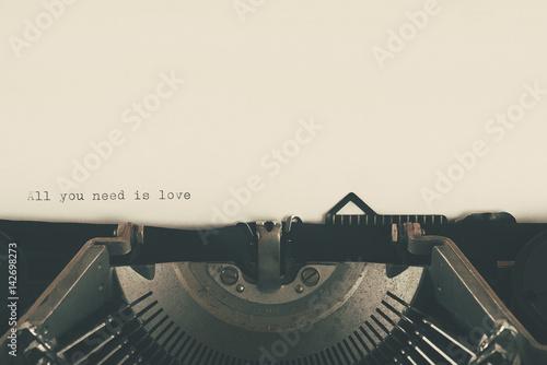 Fotografie, Obraz maquina de escribir con texto de amor