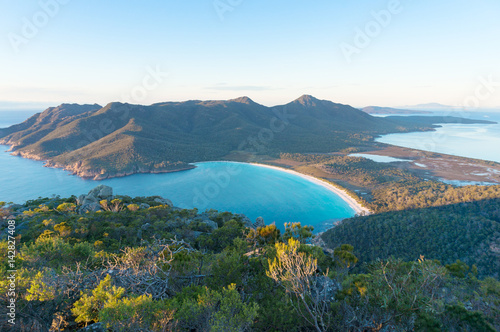 Canvas Print Aerial view of picturesque beach and mountains