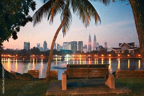 Fototapeta premium Kuala Lumpur o wschodzie słońca