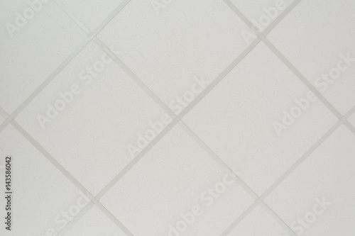 Fotografía The texture of a false ceiling consisting of square plates and a directing profi