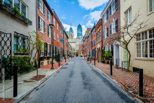 Fotografie, Obraz Street and row houses in Center City, Philadelphia, Pennsylvania.