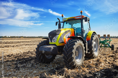 Canvas Print Powerful tractor working in a field