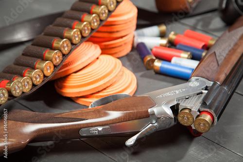 Carta da parati Sport shooting equipment on target. Air-gun and bullets.