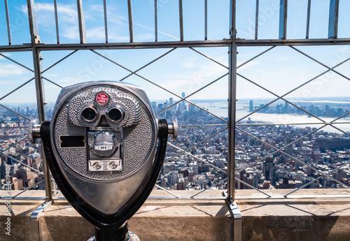 Obraz na płótnie coin operated binoculars on top of the Empire State building, overlooking Manhat