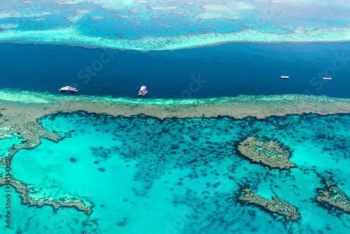Widok z lotu ptaka na Wielkiej Rafie Koralowej