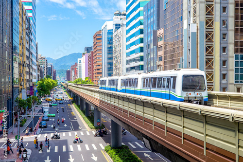 Fototapeta premium Linie Wenshan i Neihu systemu szybkiego transportu w Tajpej
