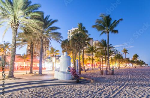 Fotografía Fort Lauderdale at night. Amazing lights of Beach Boulevard