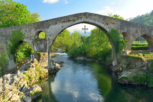 Carta da parati Roman bridge in Cangas de Onis, Spain. Asturias