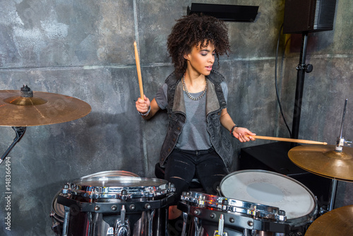 Fotografia young woman playing drums in musical studio, drummer rock concept
