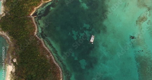 Top View of Catamaran on a Coral Reef in Bahamas Fototapete