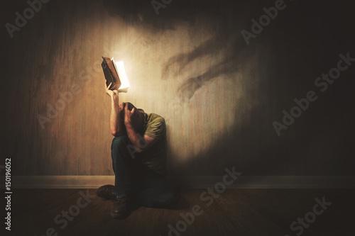 Cuadros en Lienzo Bible and dark shadows