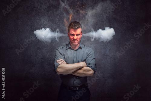 Photographie L'homme bouillonne de colère