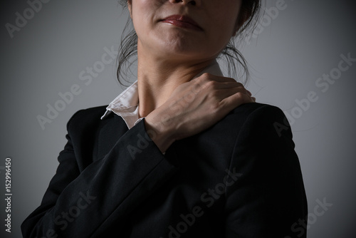 Obraz na płótnie 肩を痛がるビジネスウーマン