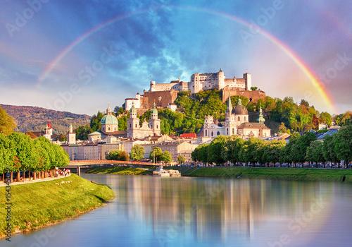 Fototapeta premium Austria, Tęcza nad zamkiem w Salzburgu