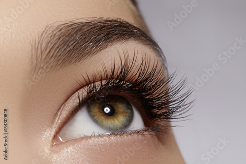 Obraz na płótnie Beautiful female eye with extreme long eyelashes, black liner makeup