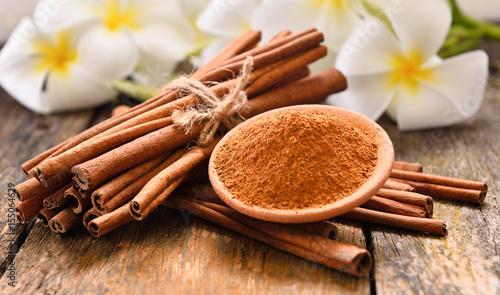 Canvas-taulu cinnamon powder on wooden background