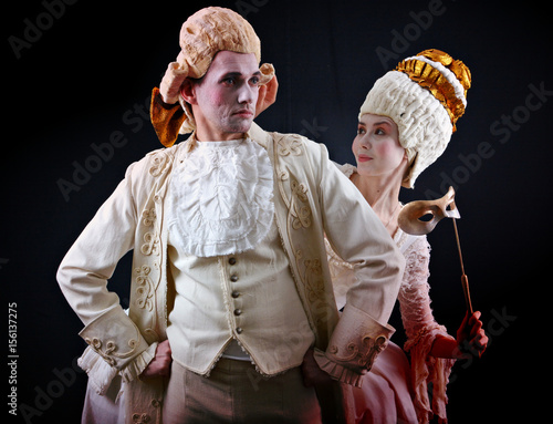 Obraz na płótnie Man and woman in ancient costumes and white wigs