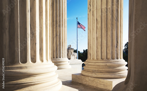 Canvastavla The marble columns of the Supreme Court of the United States