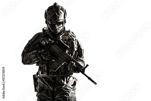 Fotografia Army soldier in Protective Combat Uniform holding Special Operations Forces Combat Assault Rifle