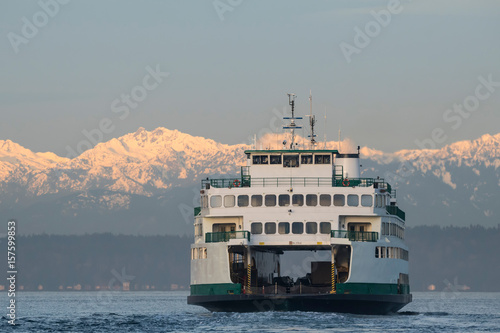 Canvas Print Ferry and Olympic Mountains