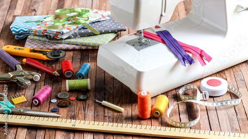 Billede på lærred machine à coudre et pièces de tissu 1